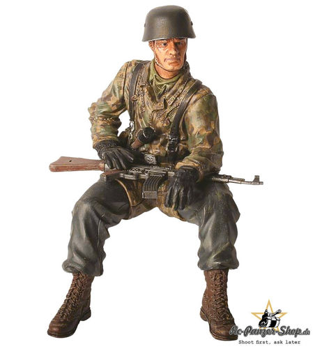 Torro 1:16 Figures Series Figure Private First Class (Obergefreiter) Helmut Rossel sitting